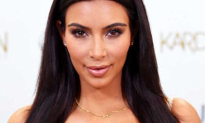 Kim Kardashian offre des sacs de créateur aux petites filles de sa famille